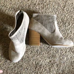 Coconuts by Matisse ankle booties with heel sz 10